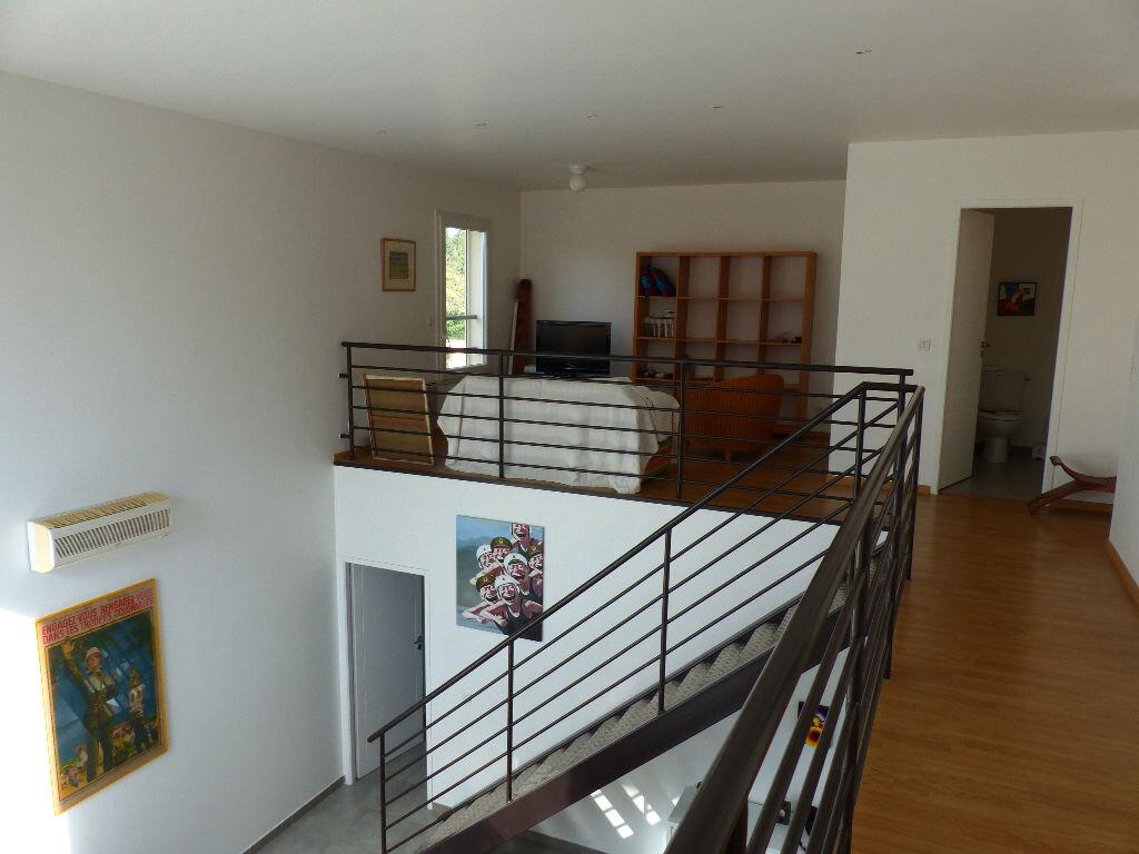Maison à louer 5 140m2 à Rivesaltes vignette-4