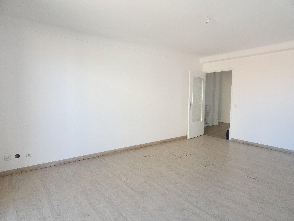 Appartement à louer 4 85m2 à Perpignan vignette-2
