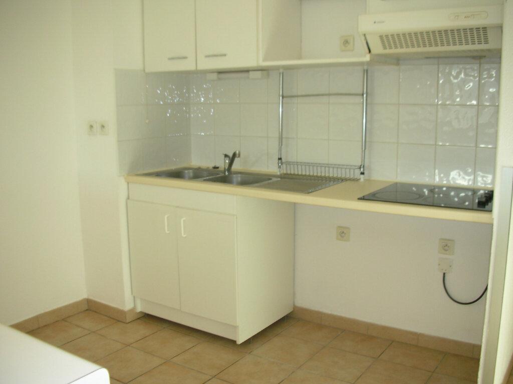 Appartement à louer 4 70.94m2 à Perpignan vignette-3
