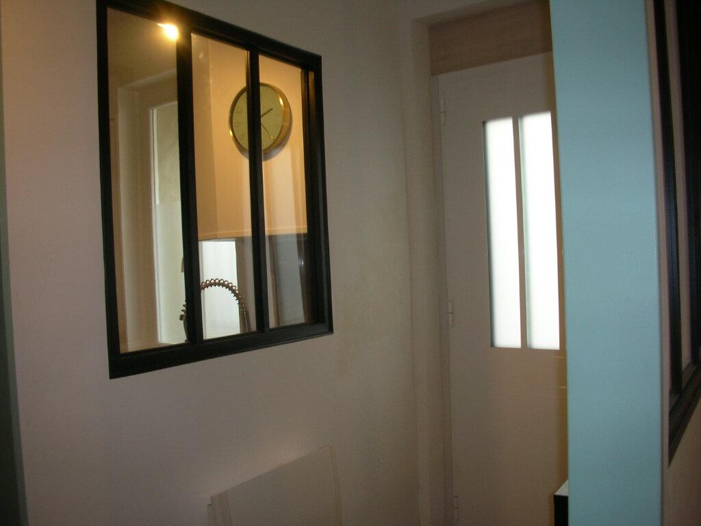 Maison à louer 3 85m2 à Saint-Hippolyte vignette-4
