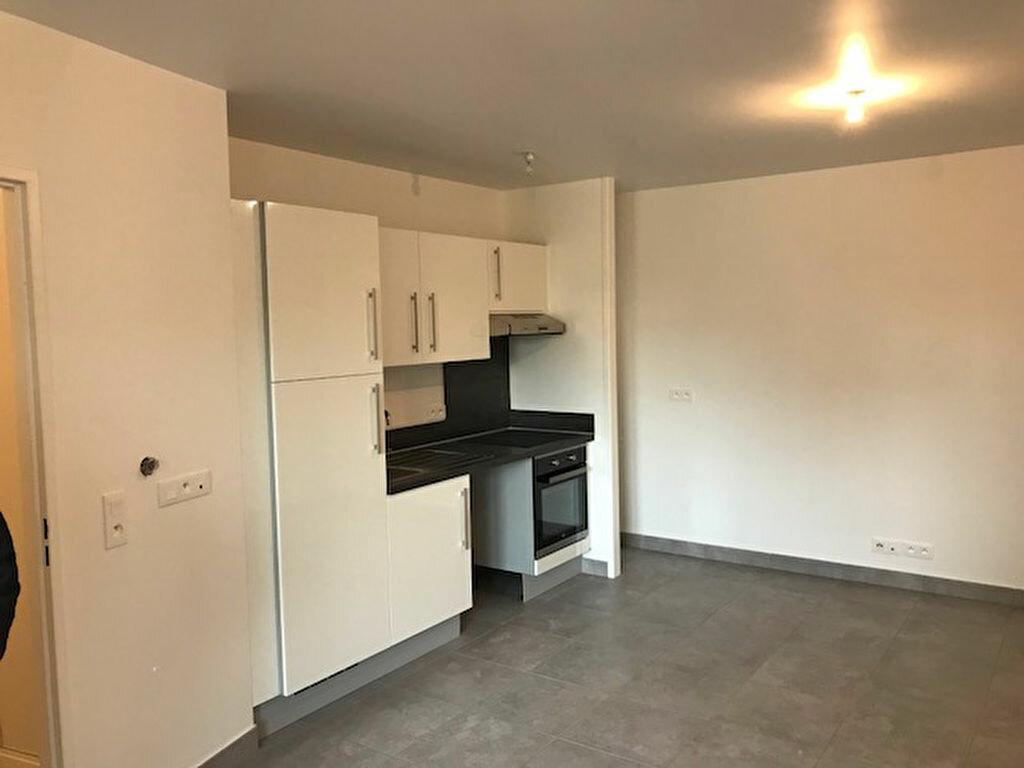 Appartement à louer 2 59m2 à Neuilly-sur-Marne vignette-2