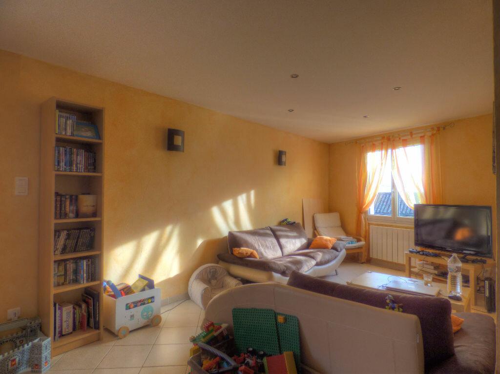 Maison à louer 3 100m2 à Romanèche-Thorins vignette-1