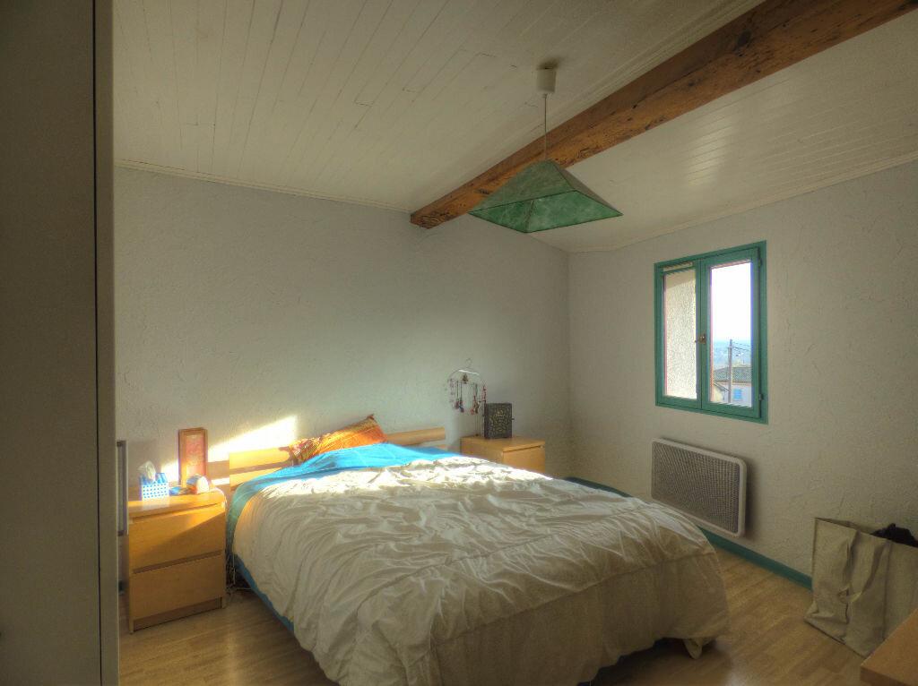 Maison à louer 3 100m2 à Romanèche-Thorins vignette-3