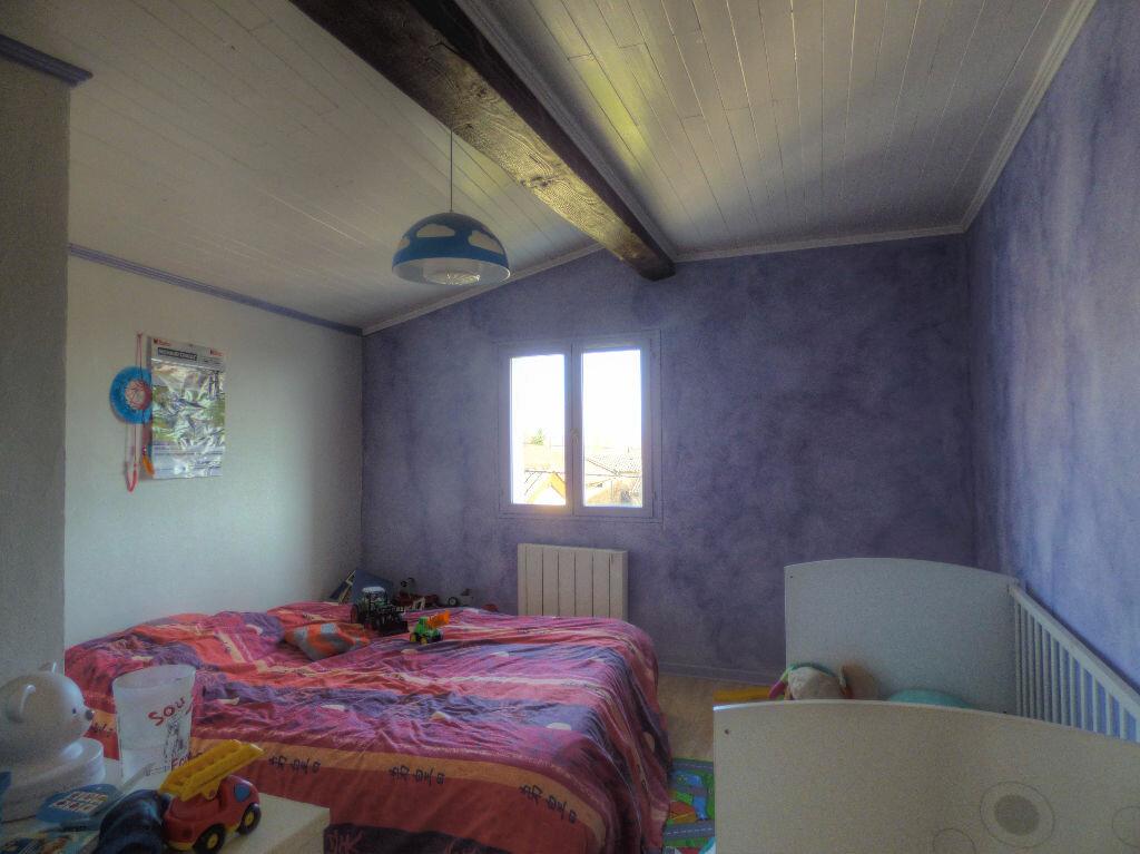 Maison à louer 3 100m2 à Romanèche-Thorins vignette-5
