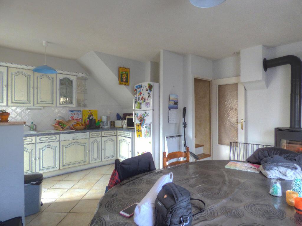 Maison à louer 3 100m2 à Romanèche-Thorins vignette-6