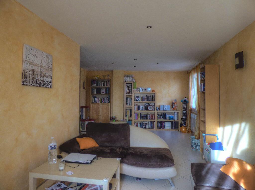 Maison à louer 3 100m2 à Romanèche-Thorins vignette-7