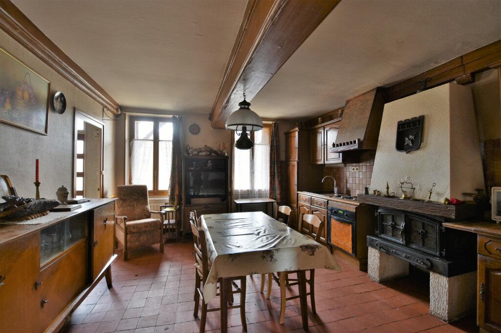 Maison à vendre 10 194.14m2 à Saint-Gengoux-de-Scissé vignette-1