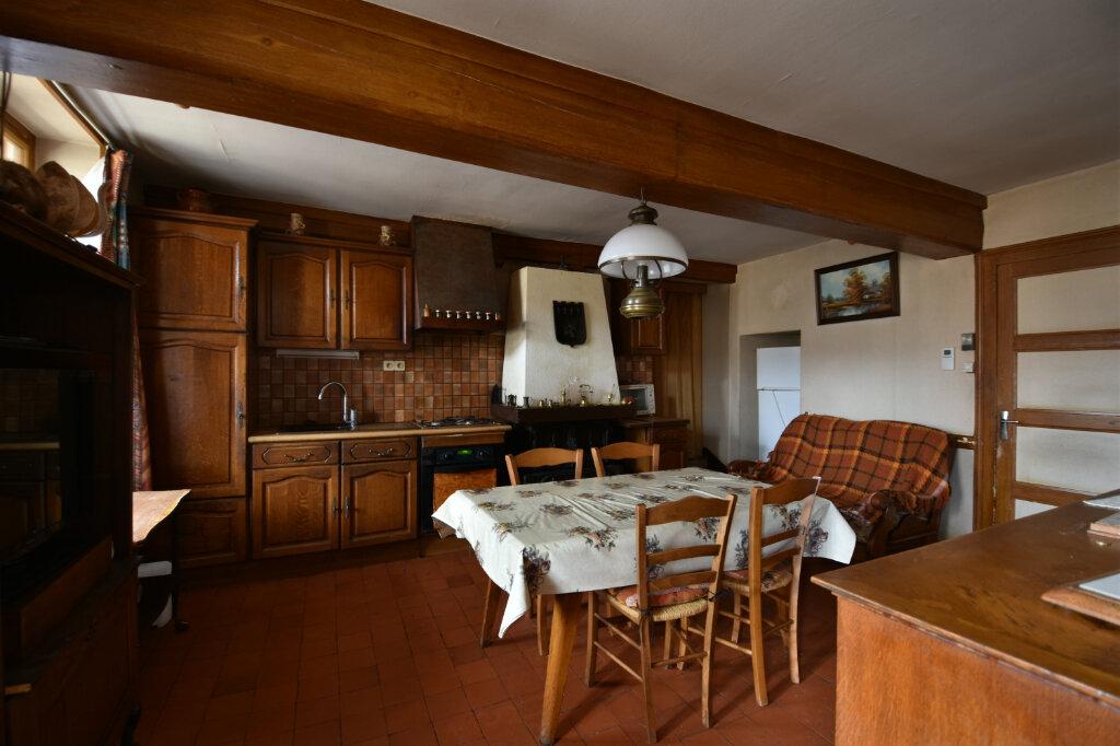 Maison à vendre 10 194.14m2 à Saint-Gengoux-de-Scissé vignette-2