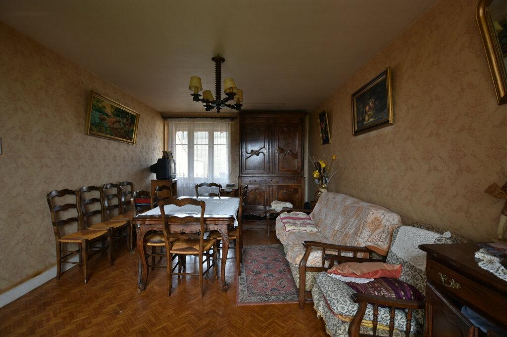 Maison à vendre 10 194.14m2 à Saint-Gengoux-de-Scissé vignette-5
