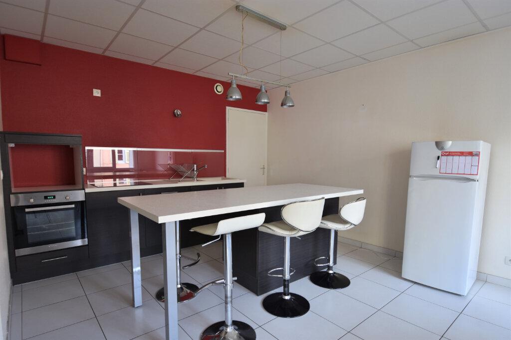 Appartement à louer 3 75m2 à Saint-Laurent-sur-Saône vignette-2