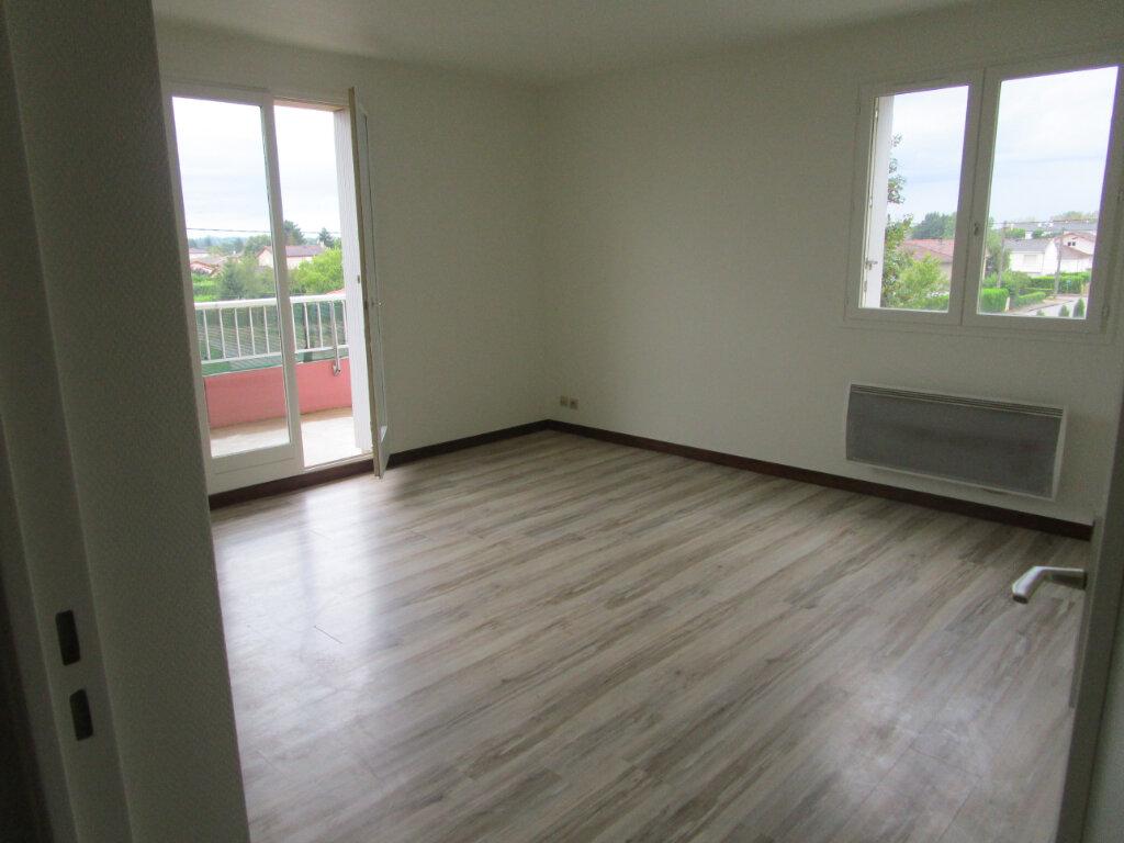 Appartement à louer 3 61m2 à Vonnas vignette-3