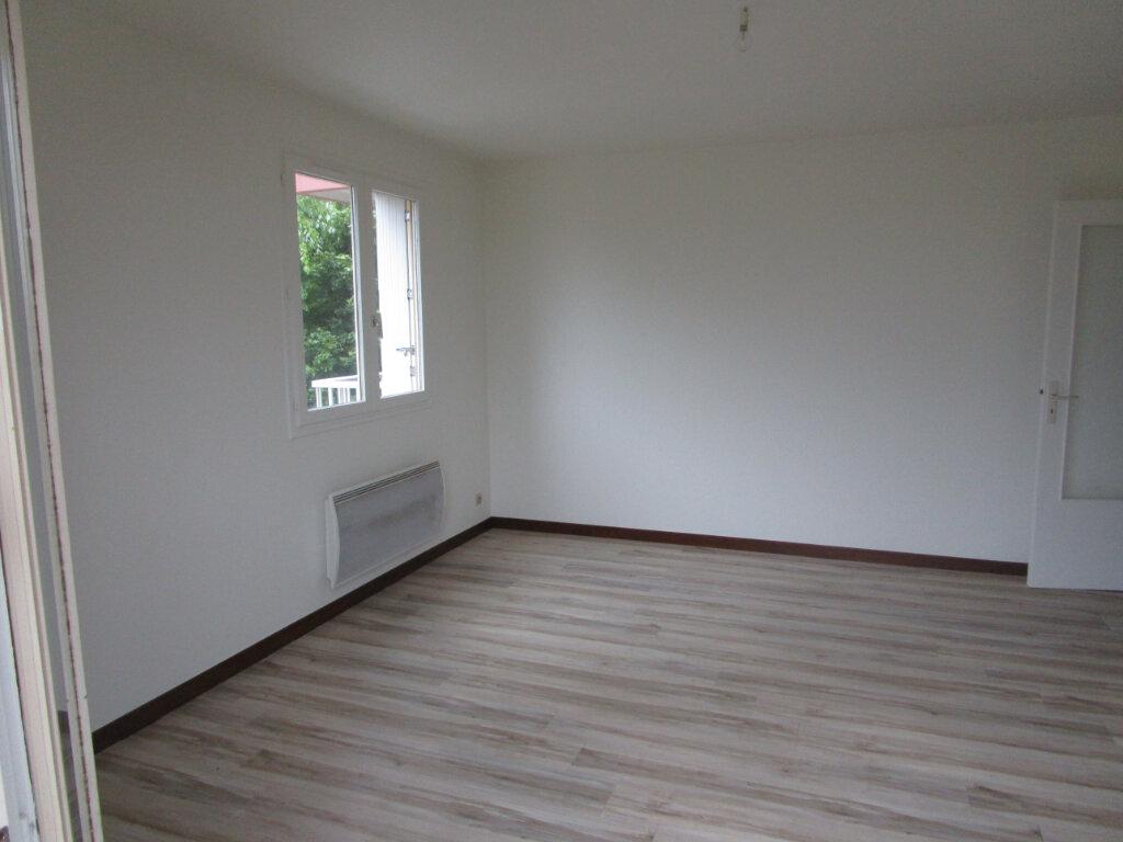 Appartement à louer 3 61m2 à Vonnas vignette-4