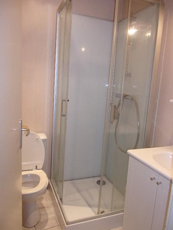 Appartement à louer 2 36m2 à Bourg-en-Bresse vignette-3