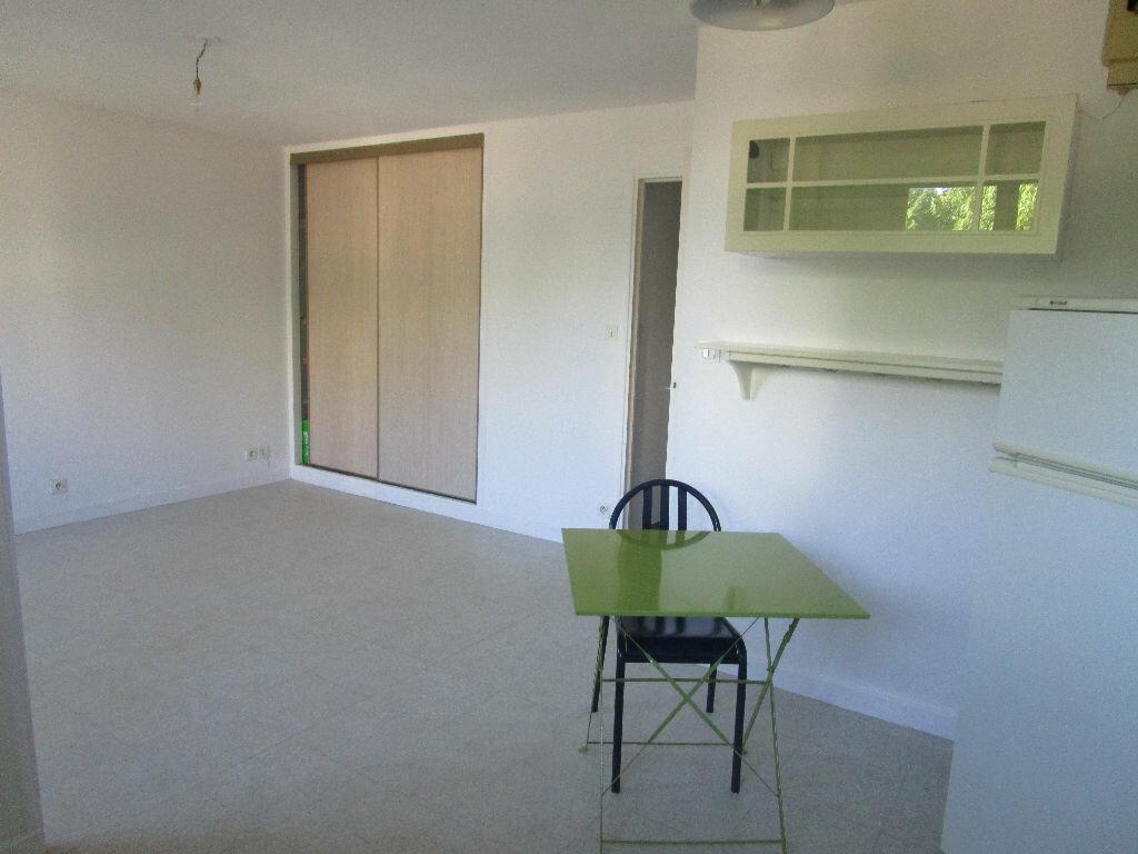Appartement à louer 1 30m2 à Bourg-en-Bresse vignette-2