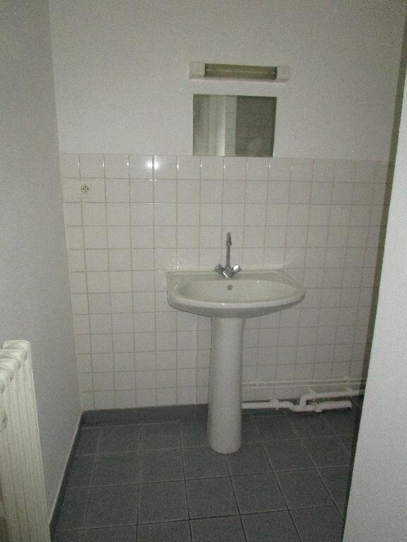 Appartement à louer 1 30m2 à Bourg-en-Bresse vignette-3