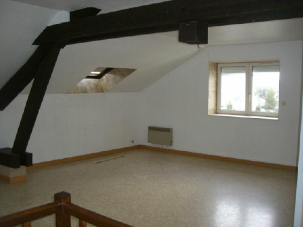 Appartement à louer 4 100m2 à Hauteville-Lompnes vignette-1