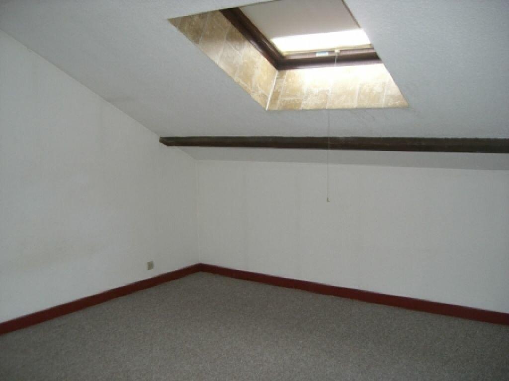 Appartement à louer 4 100m2 à Hauteville-Lompnes vignette-2