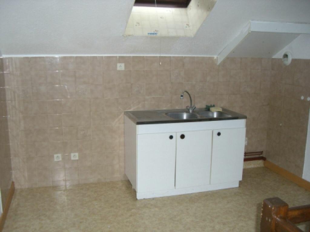 Appartement à louer 4 100m2 à Hauteville-Lompnes vignette-4