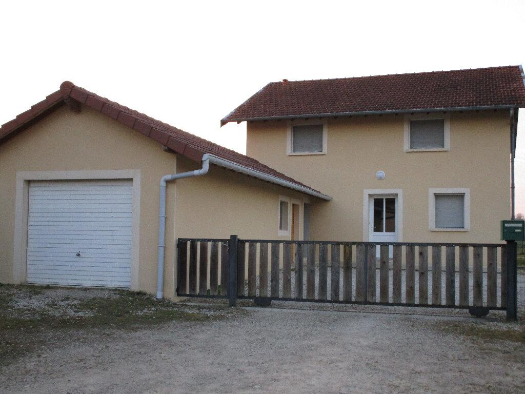 Maison à louer 4 128.75m2 à Saint-Nizier-le-Bouchoux vignette-1