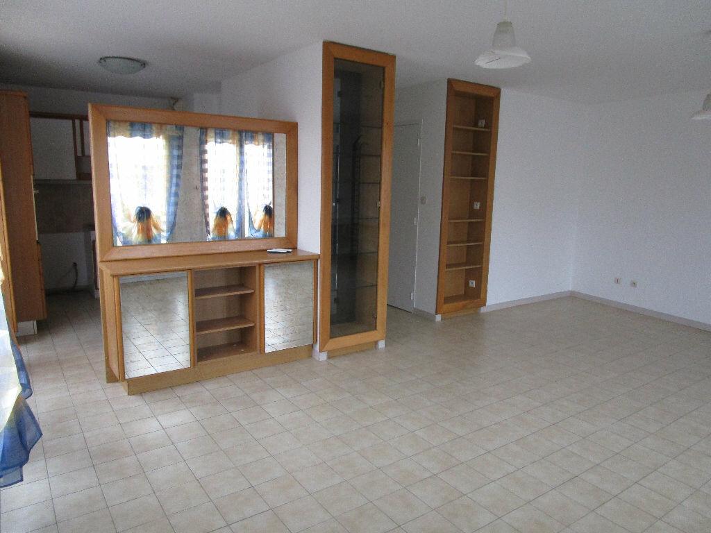 Appartement à louer 3 79m2 à Montrevel-en-Bresse vignette-1
