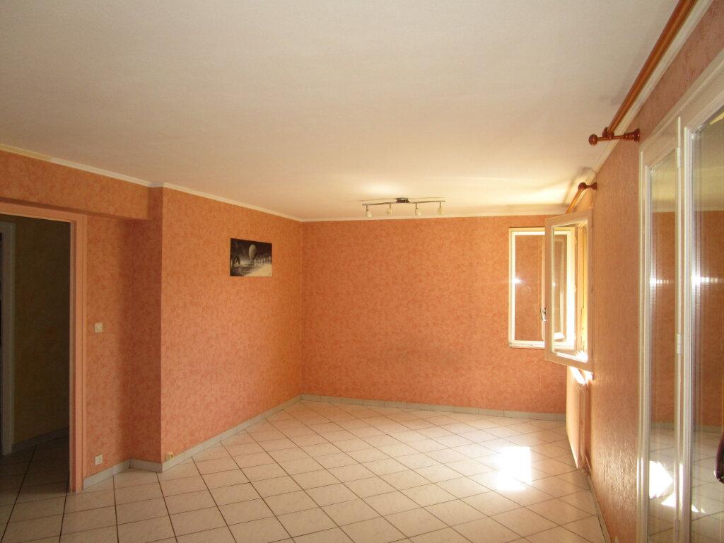 Appartement à louer 3 70m2 à Bourg-en-Bresse vignette-6