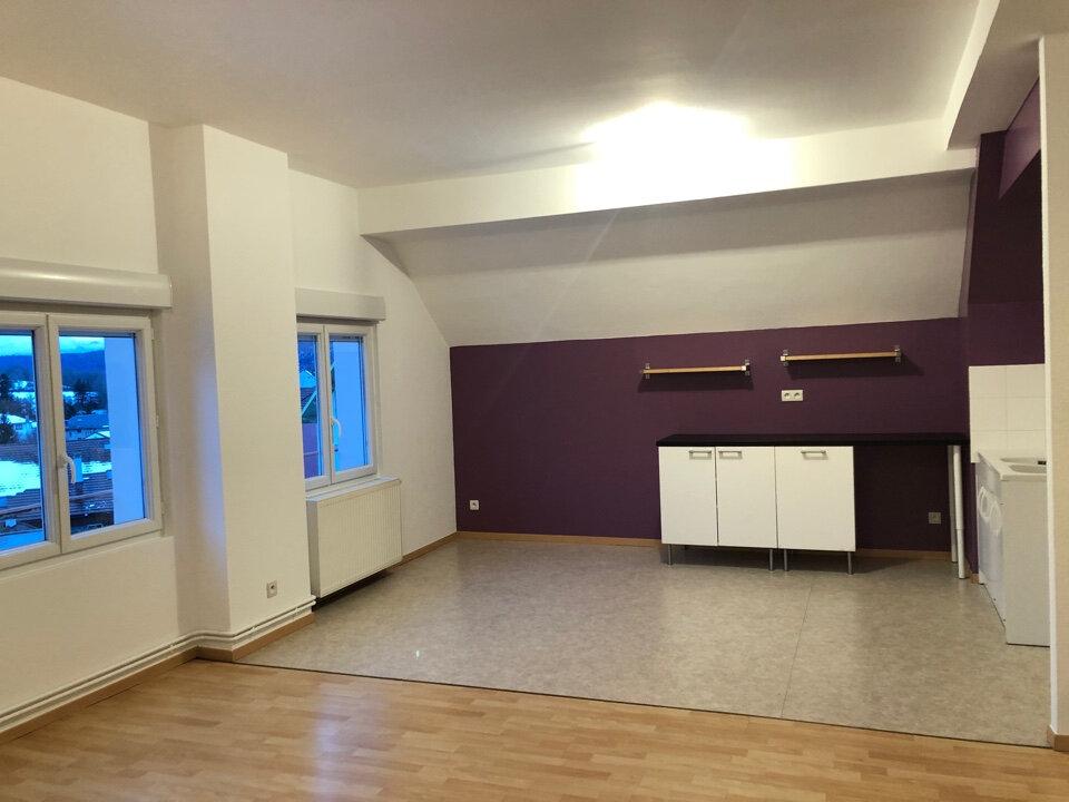 Appartement à louer 3 63m2 à Hauteville-Lompnes vignette-1