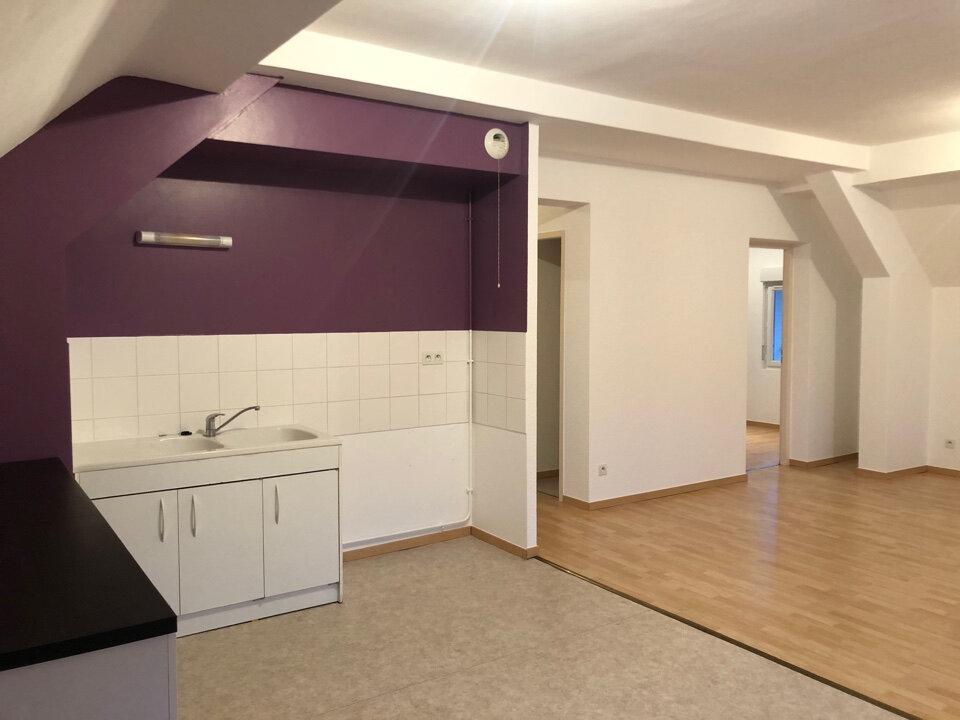 Appartement à louer 3 63m2 à Hauteville-Lompnes vignette-2