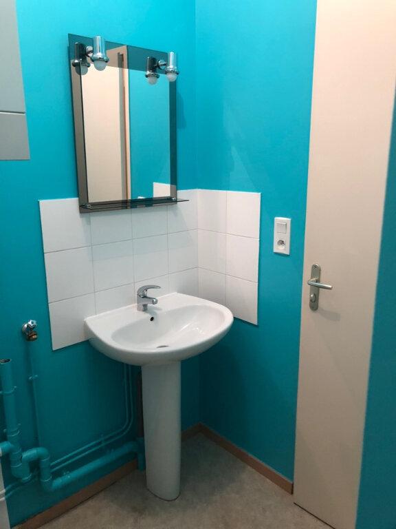 Appartement à louer 3 63m2 à Hauteville-Lompnes vignette-3