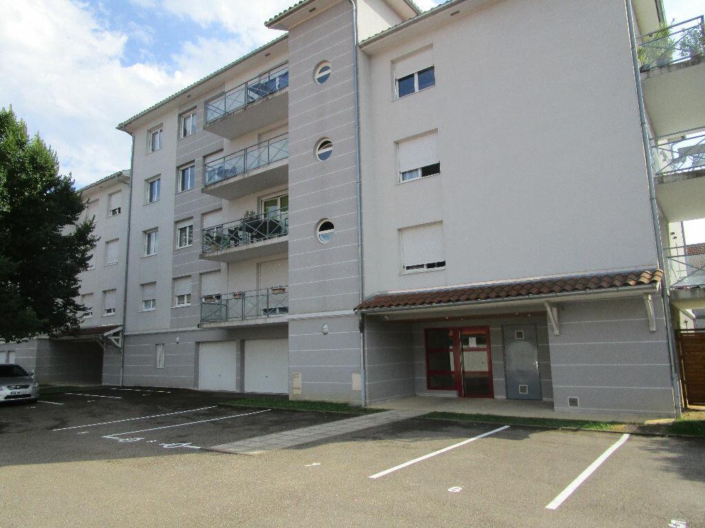 Appartement à louer 2 32.61m2 à Bourg-en-Bresse vignette-1