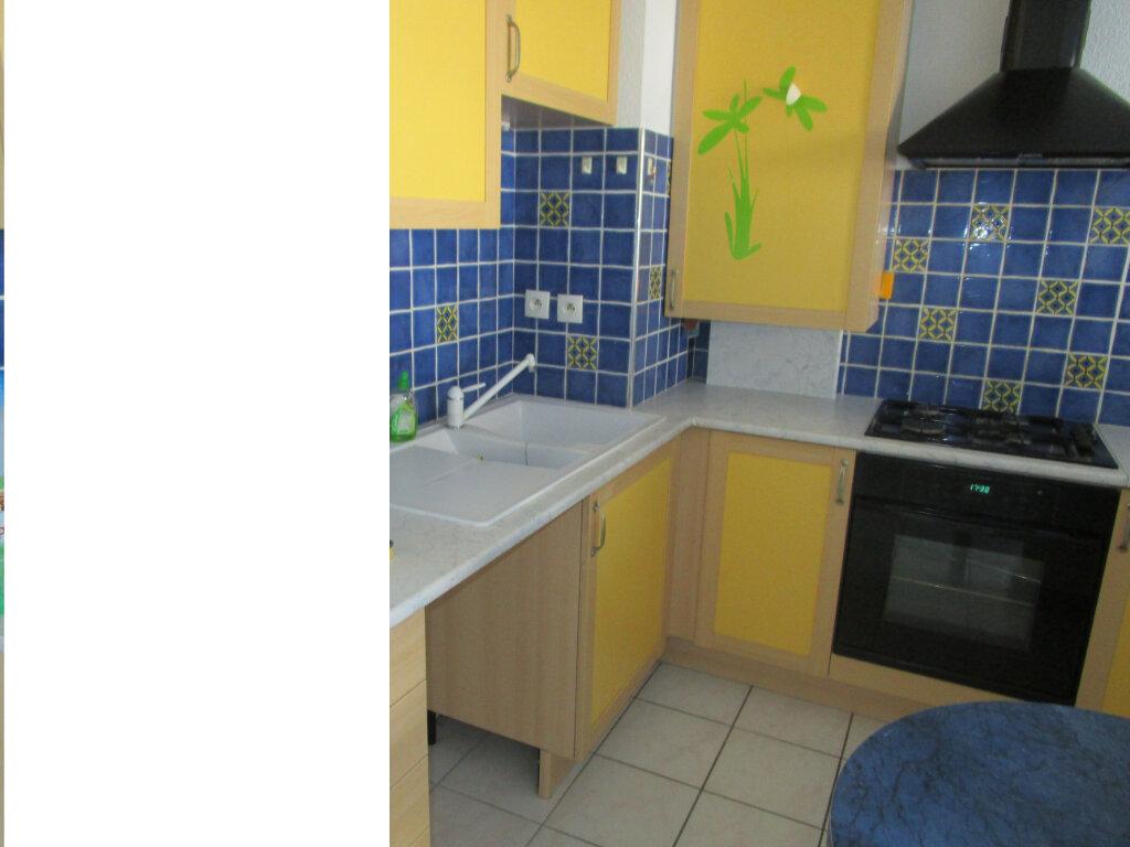 Appartement à louer 2 32.61m2 à Bourg-en-Bresse vignette-2