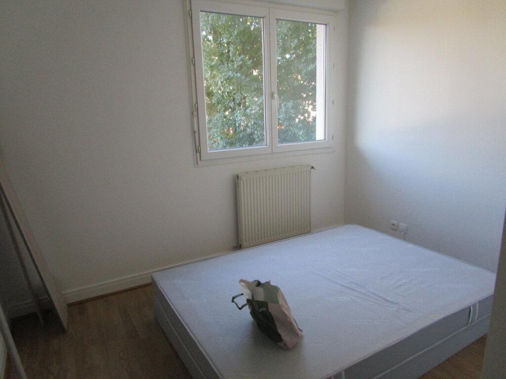 Appartement à louer 2 32.61m2 à Bourg-en-Bresse vignette-3