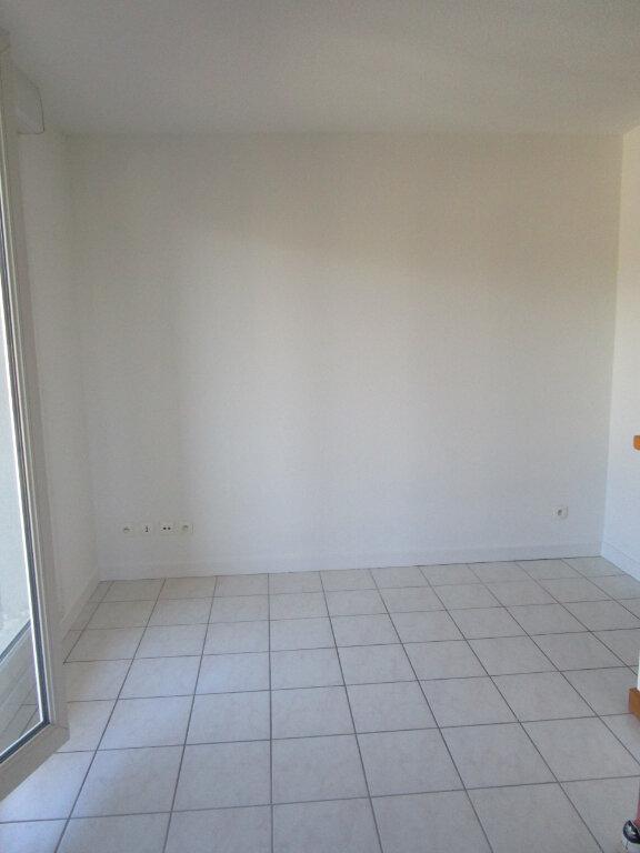 Appartement à louer 2 32.61m2 à Bourg-en-Bresse vignette-4