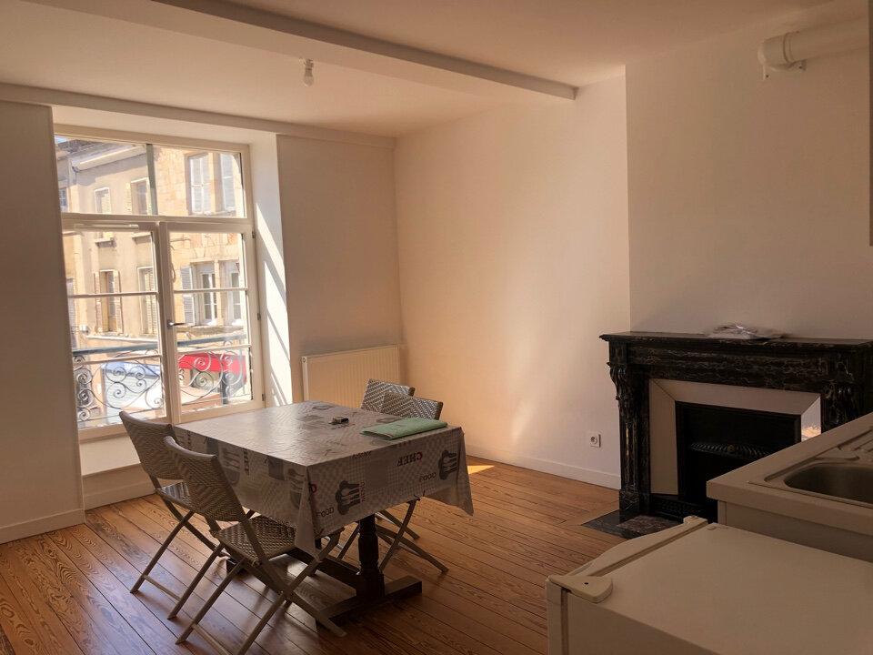 Appartement à louer 2 40m2 à Saint-Amour vignette-1