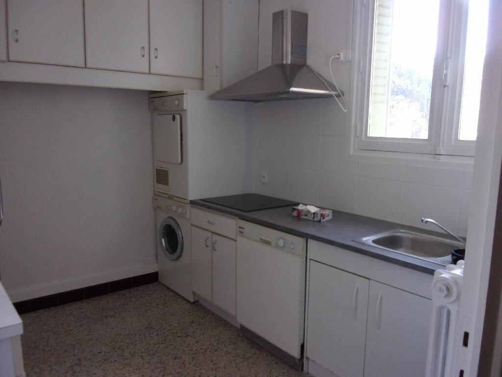 Appartement à louer 4 70m2 à Bourg-en-Bresse vignette-2