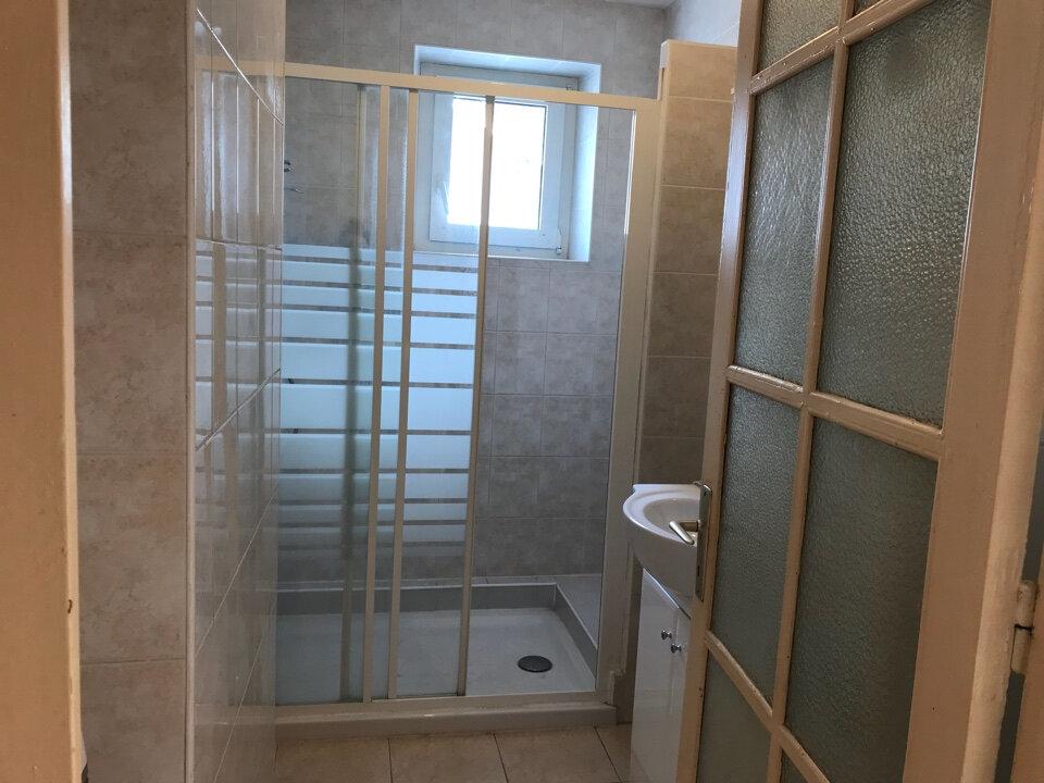 Appartement à louer 3 72m2 à Hauteville-Lompnes vignette-7
