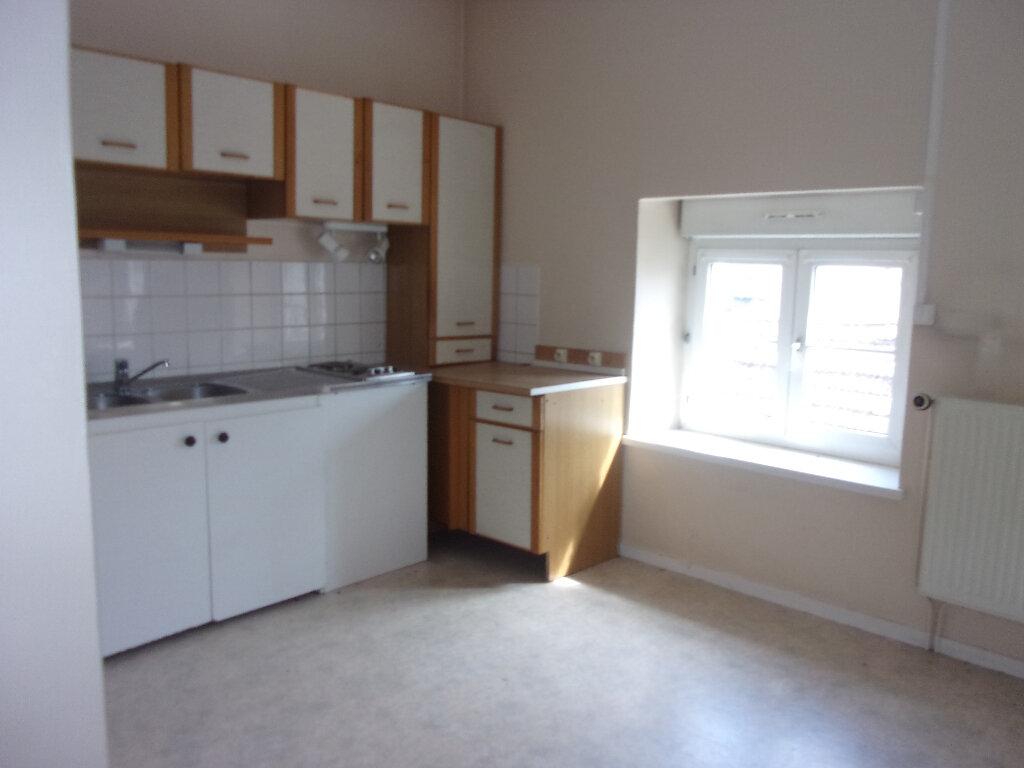 Appartement à louer 1 34m2 à Oyonnax vignette-1