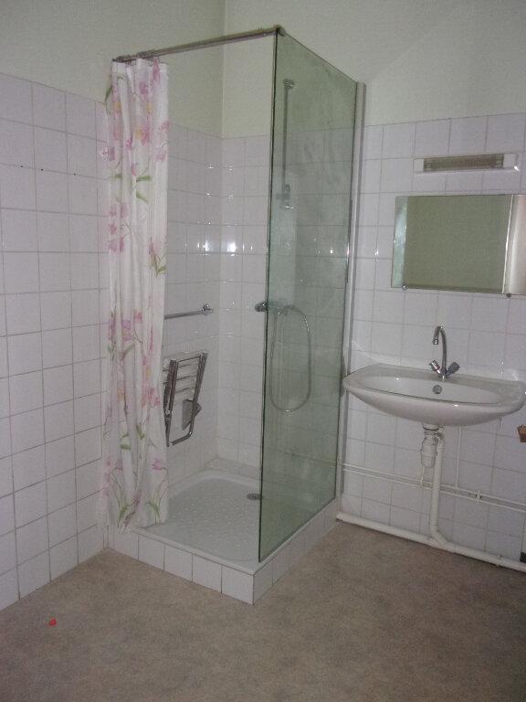 Appartement à louer 1 34m2 à Oyonnax vignette-3