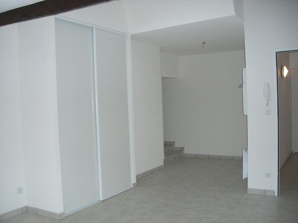Appartement à louer 1 36m2 à Bourg-en-Bresse vignette-2
