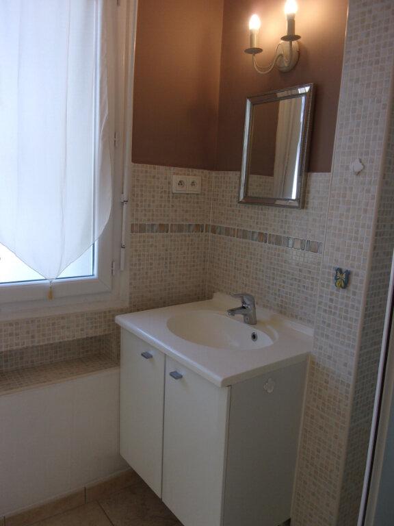 Appartement à louer 3 66.58m2 à Bourg-en-Bresse vignette-3