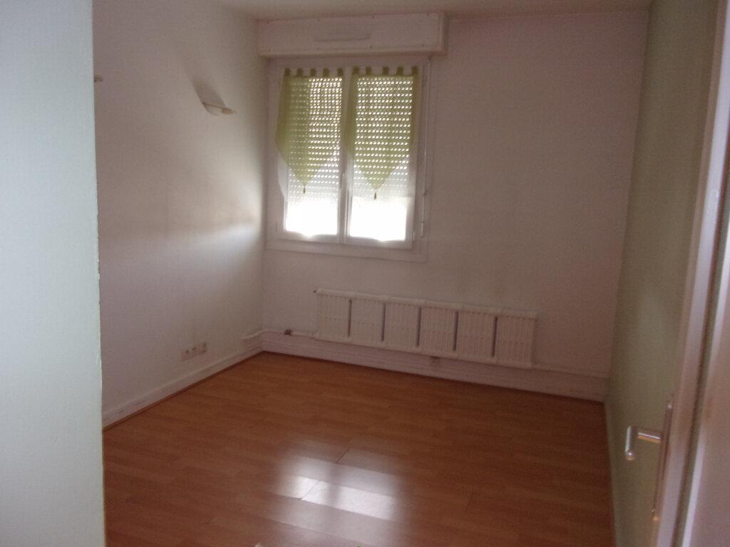 Appartement à louer 3 66.58m2 à Bourg-en-Bresse vignette-4