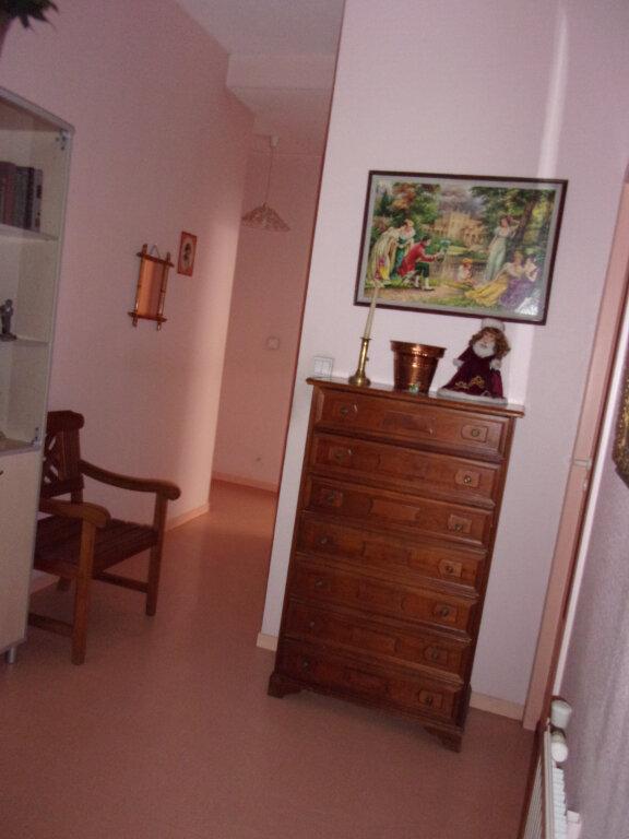 Appartement à louer 2 51m2 à Oyonnax vignette-2