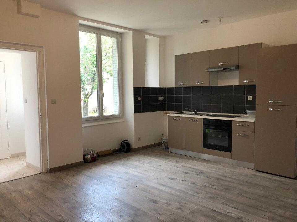 Appartement à louer 3 50m2 à Bourg-en-Bresse vignette-1