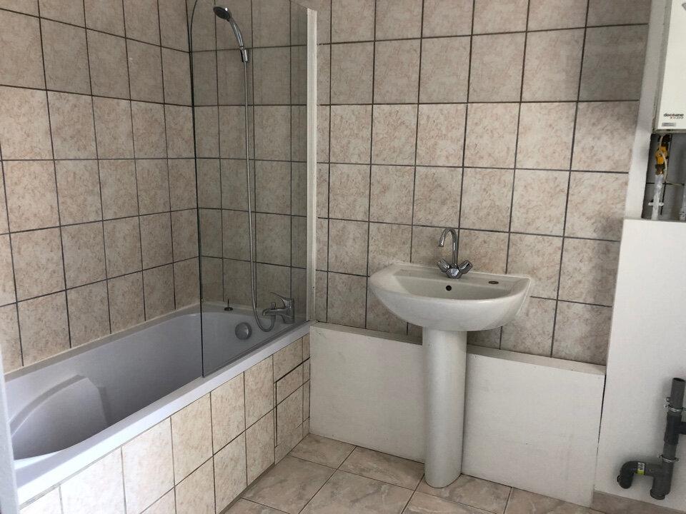 Appartement à louer 3 50m2 à Bourg-en-Bresse vignette-2