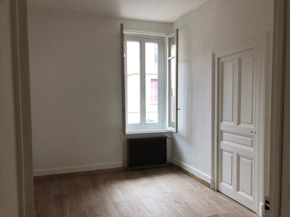 Appartement à louer 3 50m2 à Bourg-en-Bresse vignette-3