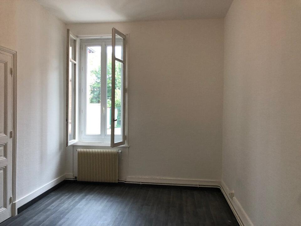 Appartement à louer 3 50m2 à Bourg-en-Bresse vignette-4