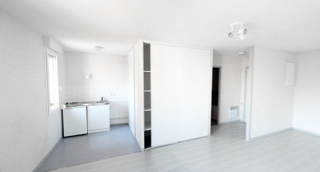 Appartement à louer 1 35m2 à Bourg-en-Bresse vignette-1