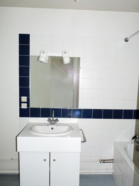 Appartement à louer 1 35m2 à Bourg-en-Bresse vignette-3