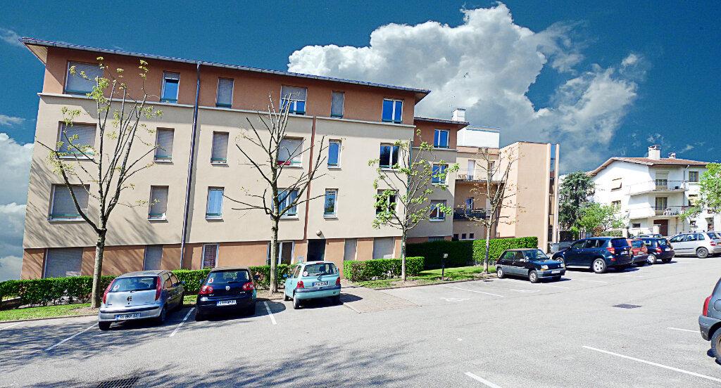 Appartement à louer 1 35m2 à Bourg-en-Bresse vignette-4
