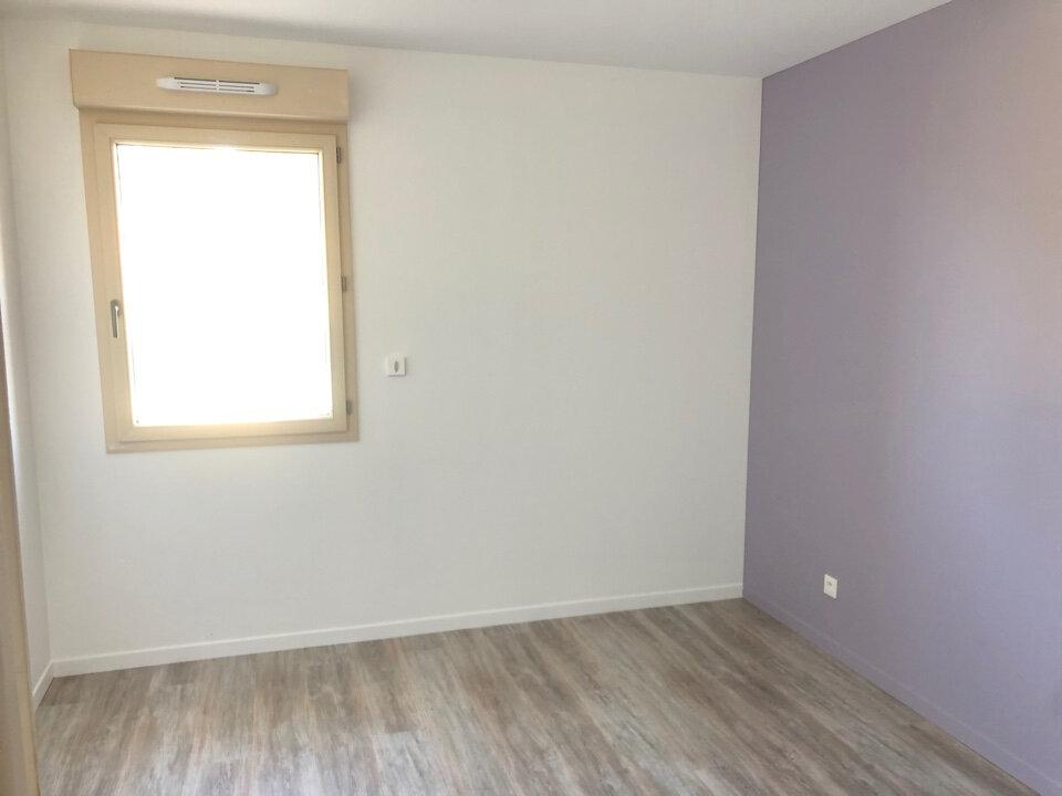 Maison à louer 4 90m2 à Saint-Sulpice vignette-4