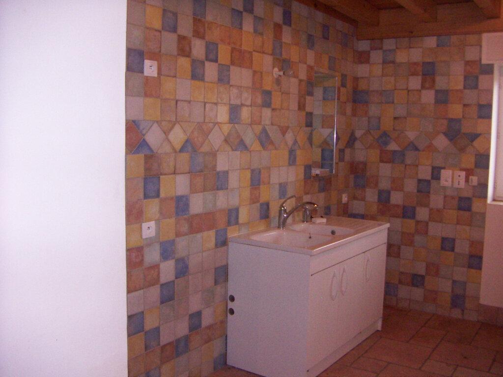 Maison à louer 4 114.25m2 à Saint-Nizier-le-Désert vignette-2